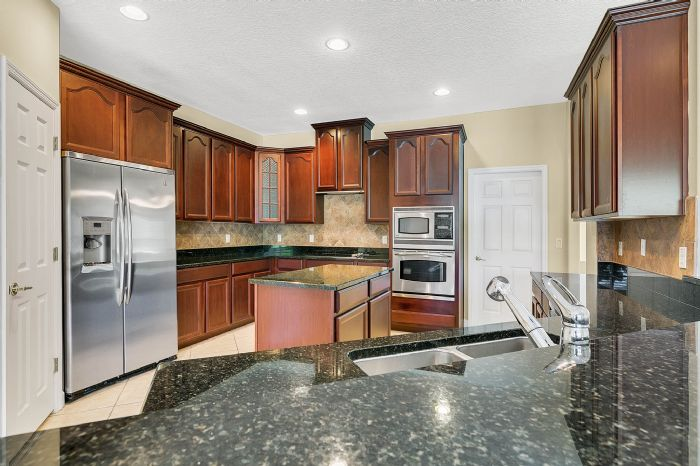 5408oakterracedrorlandofl3283919kitchenjpg