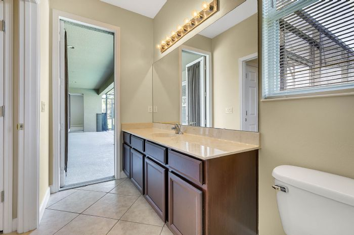 5408oakterracedrorlandofl3283927bathroomjpg