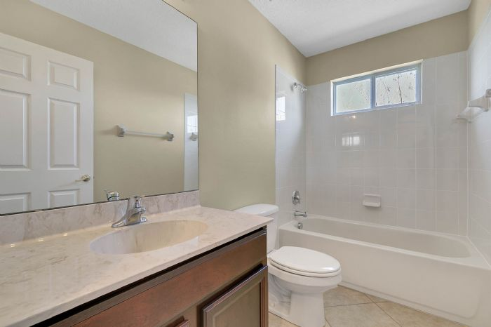 5408oakterracedrorlandofl3283929bathroomjpg