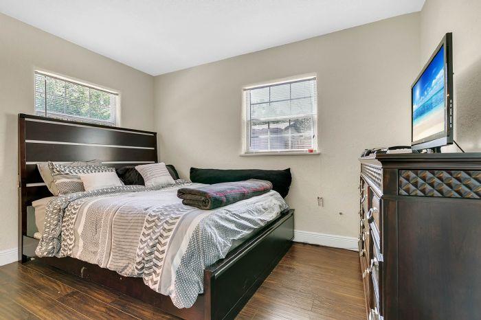 1818-baxter-ave--orlando--fl-32806---20---master-bedroom.jpg
