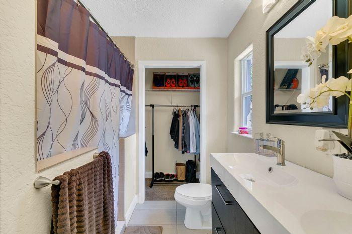 1818-baxter-ave--orlando--fl-32806---22---master-bathroom.jpg