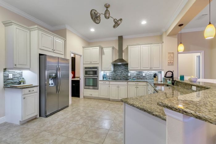 3017-isola-bella-blvd--mt-dora--fl-32757----23---kitchen.jpg