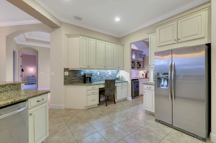 3017-isola-bella-blvd--mt-dora--fl-32757----24---kitchen.jpg