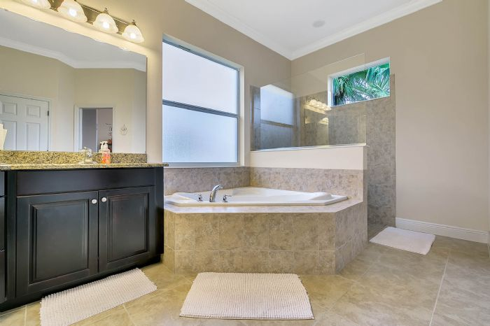 3017-isola-bella-blvd--mt-dora--fl-32757----32---master-bathroom.jpg