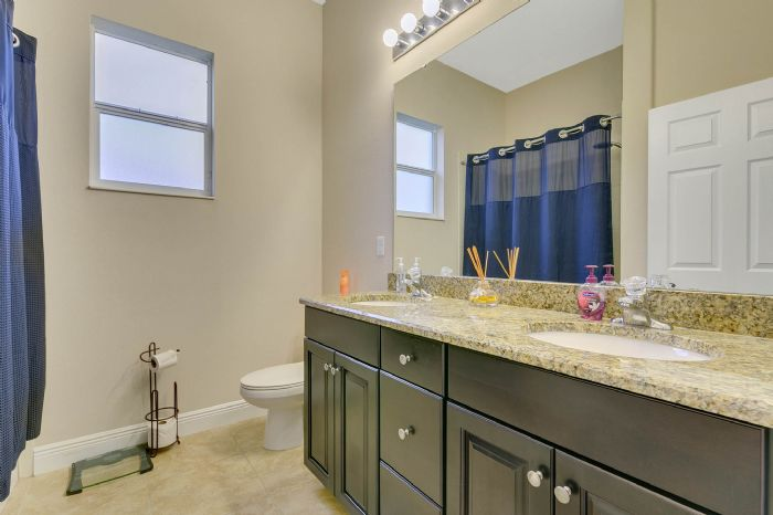 3017-isola-bella-blvd--mt-dora--fl-32757----35---bathroom.jpg