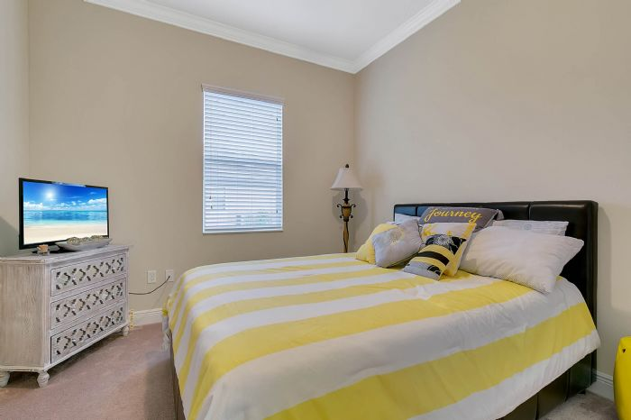 3017-isola-bella-blvd--mt-dora--fl-32757----36---bedroom.jpg