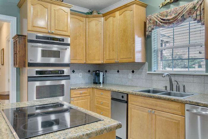 442-kentucky-blue-cir--apopka--fl-32712---19---kitchen.jpg