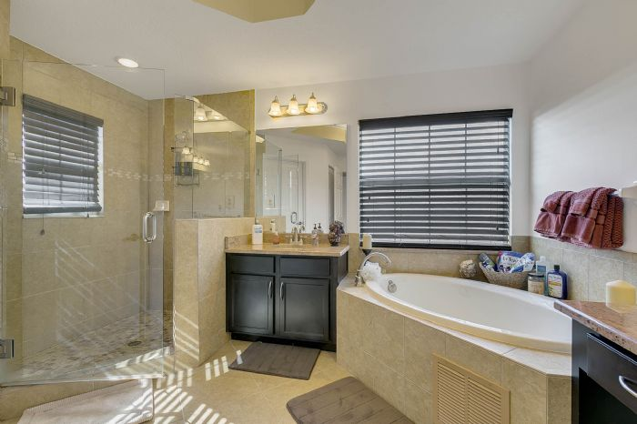 2829-sail-breeze-way--kissimmee--fl-34744---28---master-bathroom.jpg