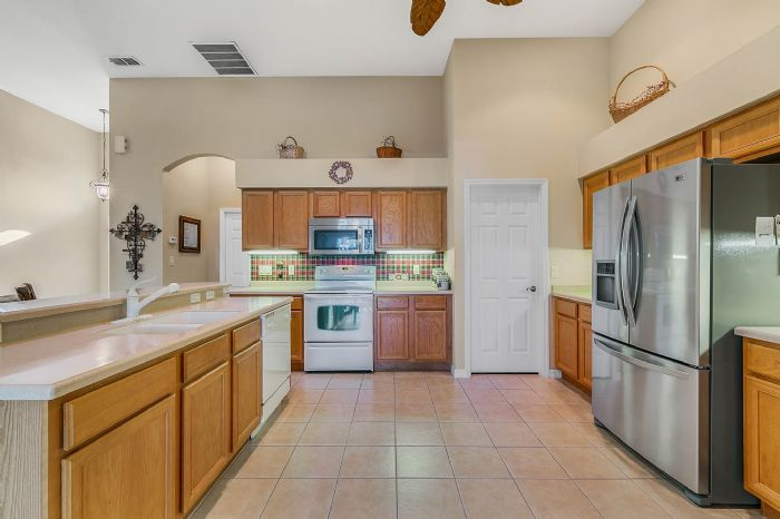 25305-laurel-valley-rd--leesburg--fl-34748----15---kitchen.jpg