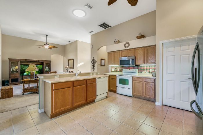 25305-laurel-valley-rd--leesburg--fl-34748----16---kitchen.jpg