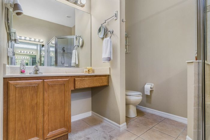 25305-laurel-valley-rd--leesburg--fl-34748----22---master-bathroom.jpg