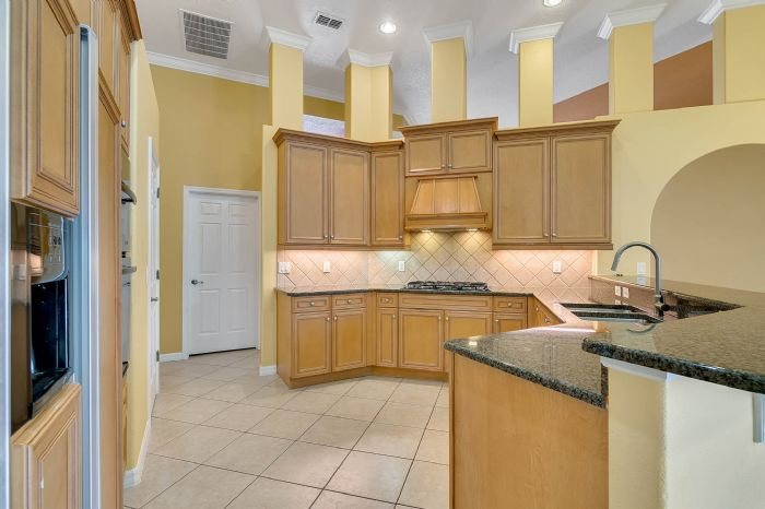 4939-kensington-park-blvd--orlando--fl-32819----13---kitchen.jpg