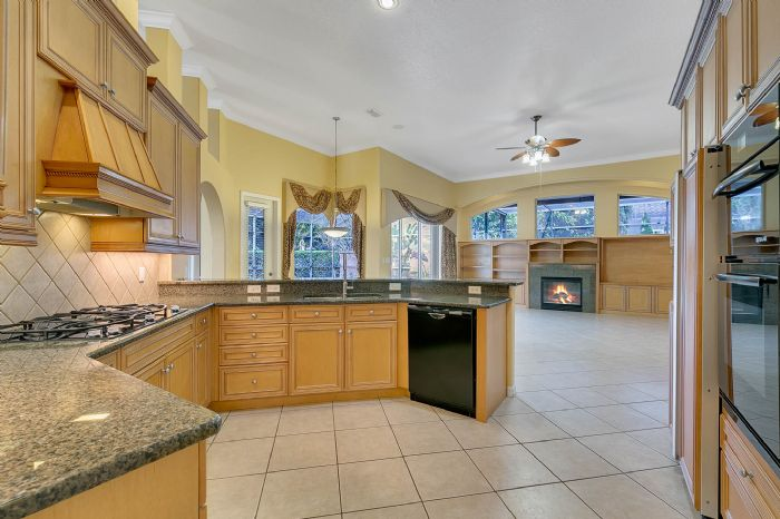 4939-kensington-park-blvd--orlando--fl-32819----14---kitchen.jpg