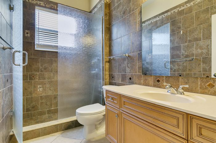 4939-kensington-park-blvd--orlando--fl-32819----24---bathroom.jpg