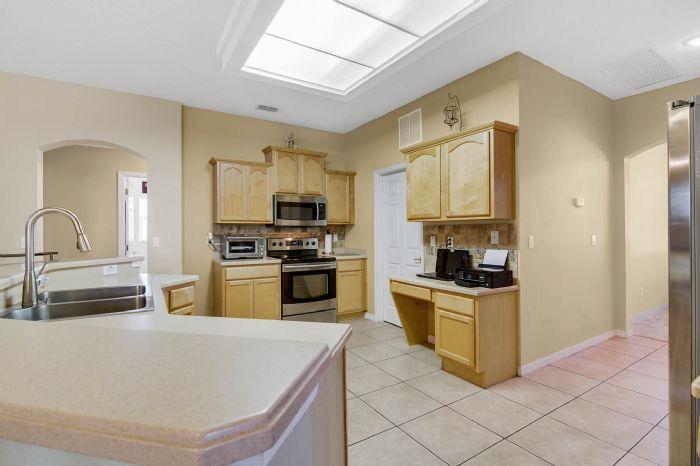 3690-fallscrest-cir--clermont--fl-34711----16---kitchen.jpg