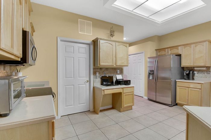 3690-fallscrest-cir--clermont--fl-34711----17---kitchen.jpg
