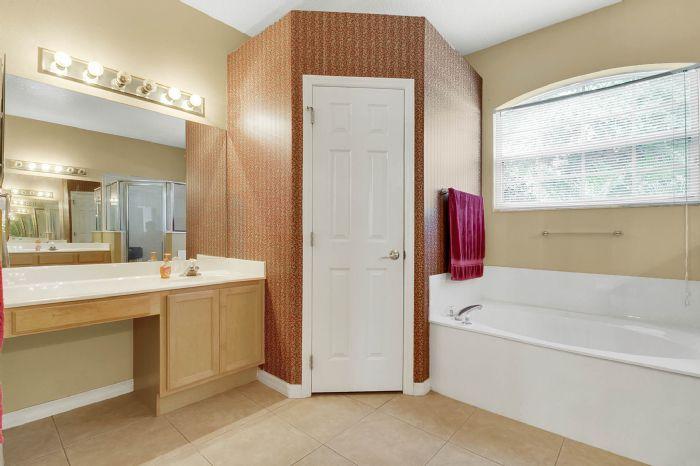 3690-fallscrest-cir--clermont--fl-34711----20---master-bathroom.jpg