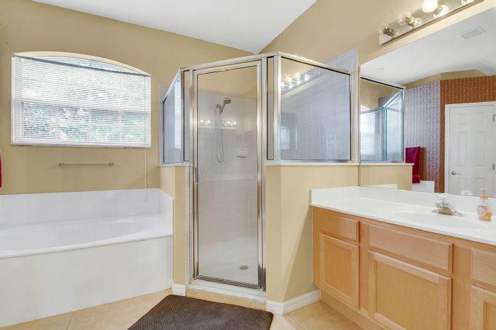 3690-fallscrest-cir--clermont--fl-34711----21---master-bathroom.jpg