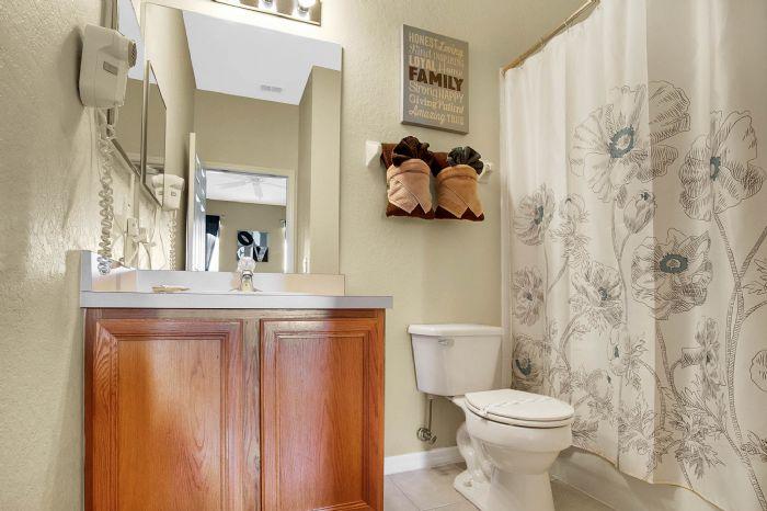 956-calabria-ave--davenport--fl-33897----22---bathroom.jpg