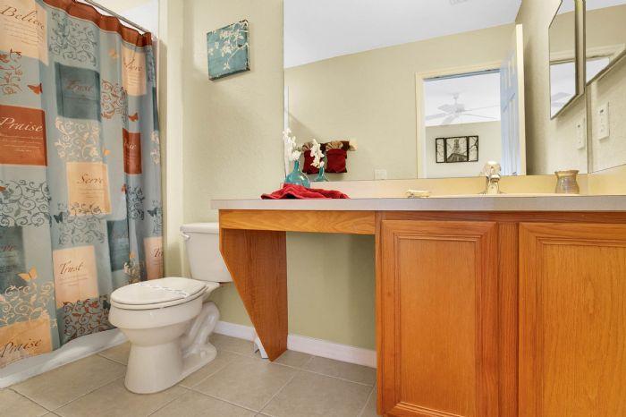 956-calabria-ave--davenport--fl-33897----24---master-bathroom.jpg