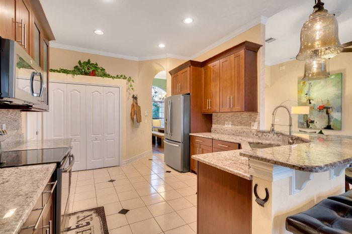 3930-brookmyra-dr--orlando--fl-32837----24---kitchen.jpg
