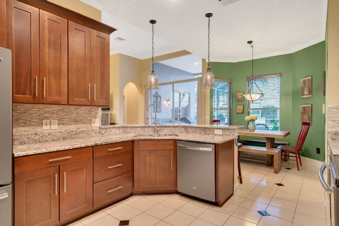3930-brookmyra-dr--orlando--fl-32837----25---kitchen.jpg