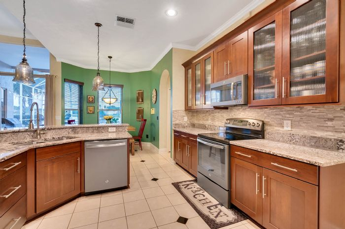 3930-brookmyra-dr--orlando--fl-32837----26---kitchen.jpg