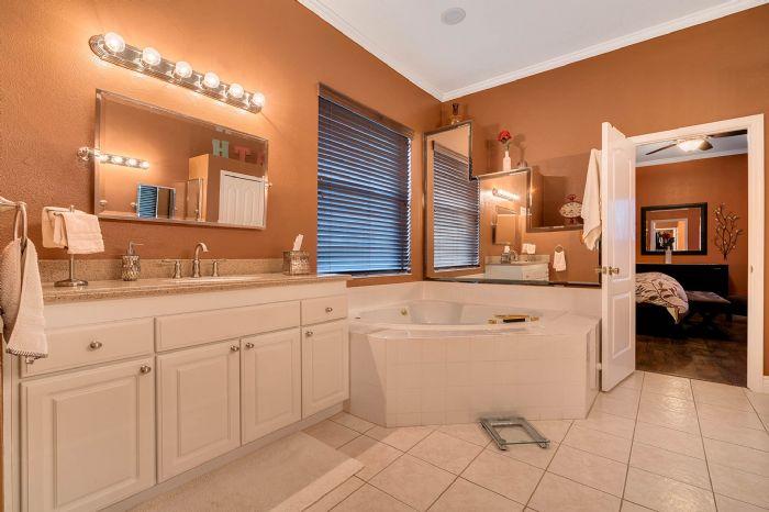 3930-brookmyra-dr--orlando--fl-32837----30---bathroom.jpg
