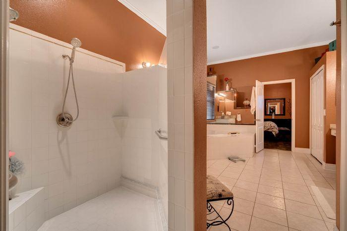 3930-brookmyra-dr--orlando--fl-32837----31---bathroom.jpg