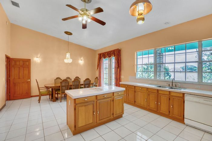 8915-riverlachen-way-riverview-fl-3357809kitchen-2.jpg