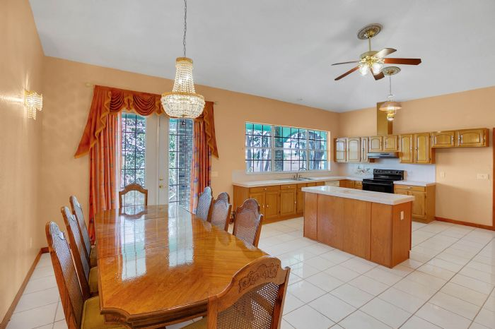8915-riverlachen-way-riverview-fl-3357810kitchen-3.jpg