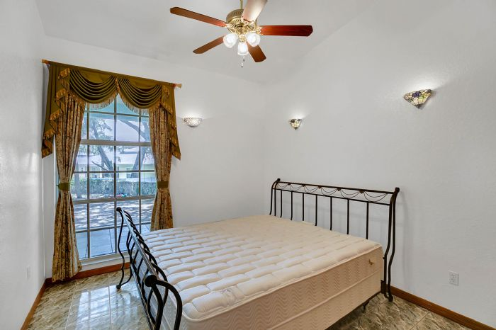 8915-riverlachen-way-riverview-fl-3357825bedroom-3.jpg