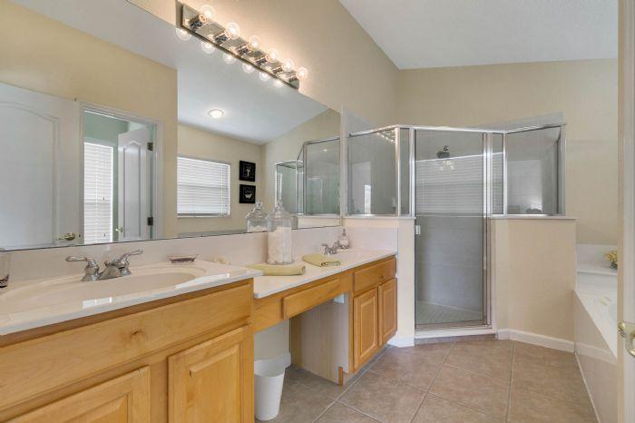 111-prestwick-drive-davenport--fl-33897---27---master-bathroom.jpg