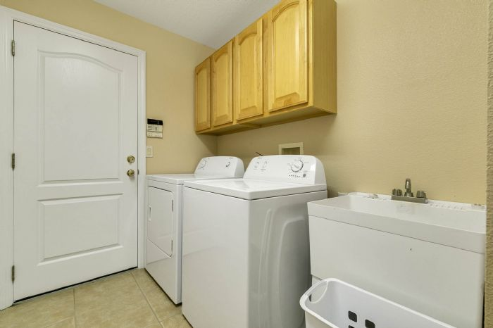 111-prestwick-drive-davenport--fl-33897---34---laundry-room.jpg