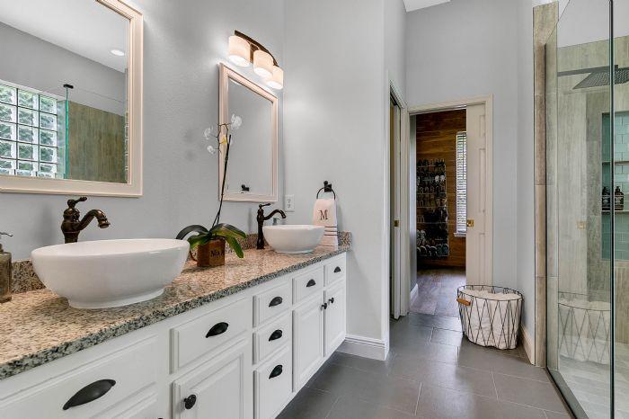 601-pine-hill-blvd--geneva--fl-32732----22---master-bathroom.jpg