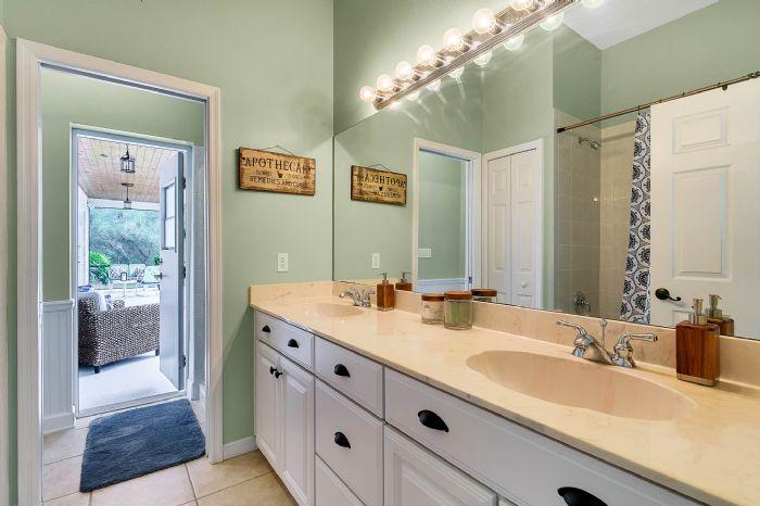 601-pine-hill-blvd--geneva--fl-32732----28---bathroom.jpg