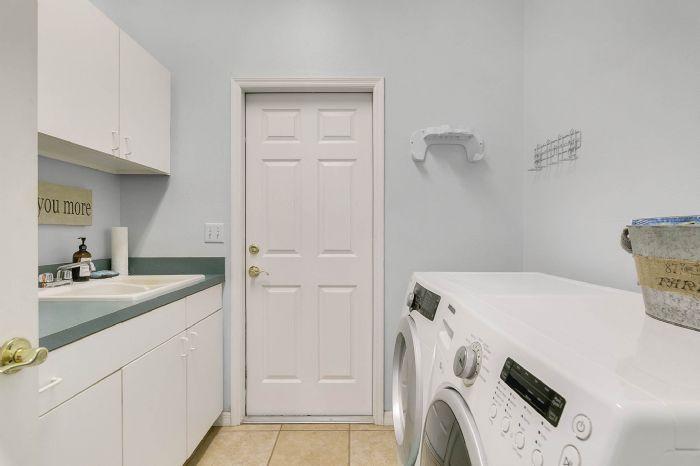 601-pine-hill-blvd--geneva--fl-32732----29---laundry-room.jpg