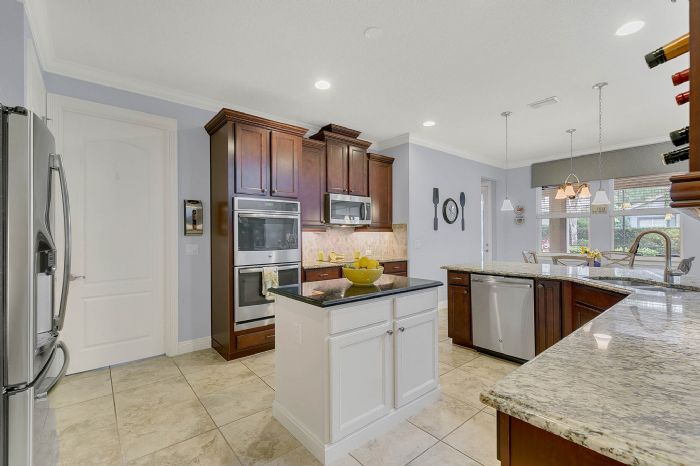 7593-lake-albert-dr--windermere--fl-34786---22---kitchen.jpg