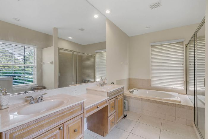 36409-e-eldorado-lake-dr--eustis--fl-32736---32---master-bathroom.jpg