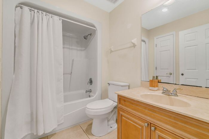 36409-e-eldorado-lake-dr--eustis--fl-32736---36---bathroom.jpg