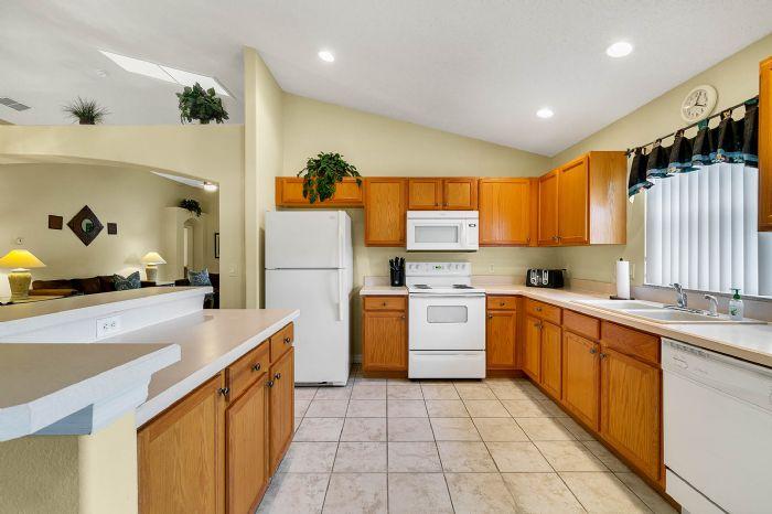 2915-anhinga-hill-st--clermont--fl-34714----10---kitchen.jpg