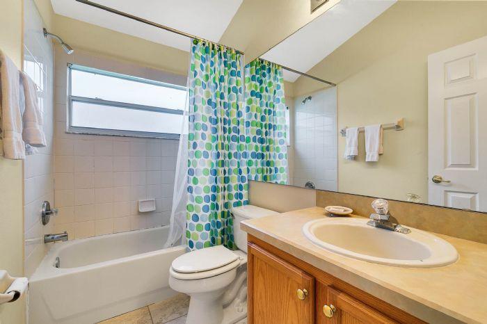 2915-anhinga-hill-st--clermont--fl-34714----14---master-bathroom.jpg