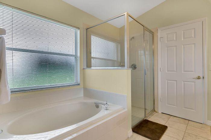 2915-anhinga-hill-st--clermont--fl-34714----18---master-bathroom.jpg