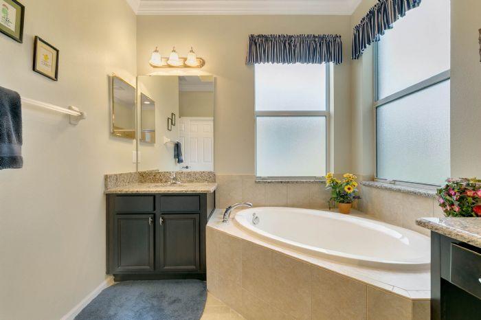 15734-starlite-st--clermont--fl-34714----18---master-bathroom.jpg