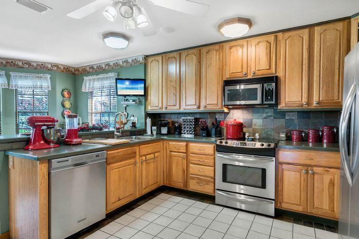18033-rose-st--groveland--fl-34736----21---kitchen.jpg