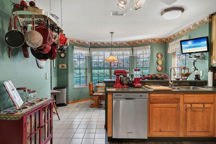 18033-rose-st--groveland--fl-34736----22---kitchen.jpg