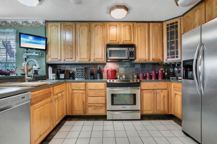 18033-rose-st--groveland--fl-34736----25---kitchen.jpg