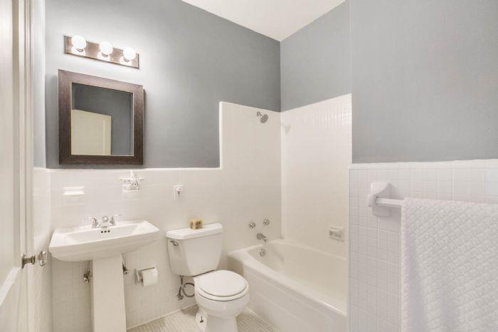1313-e-edgewood-dr-lakeland-fl-3380319main-bath.jpg