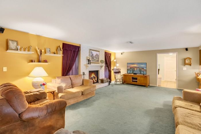 112-lakeview-dr-auburndale-fl-3382303living-room.jpg