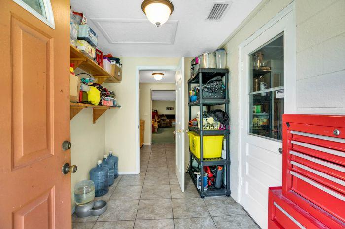 112-lakeview-dr-auburndale-fl-3382324mud-room.jpg